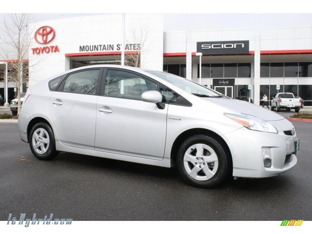 2010 Prius Hybrid IV - Classic Silver Metallic / Dark Gray photo #1
