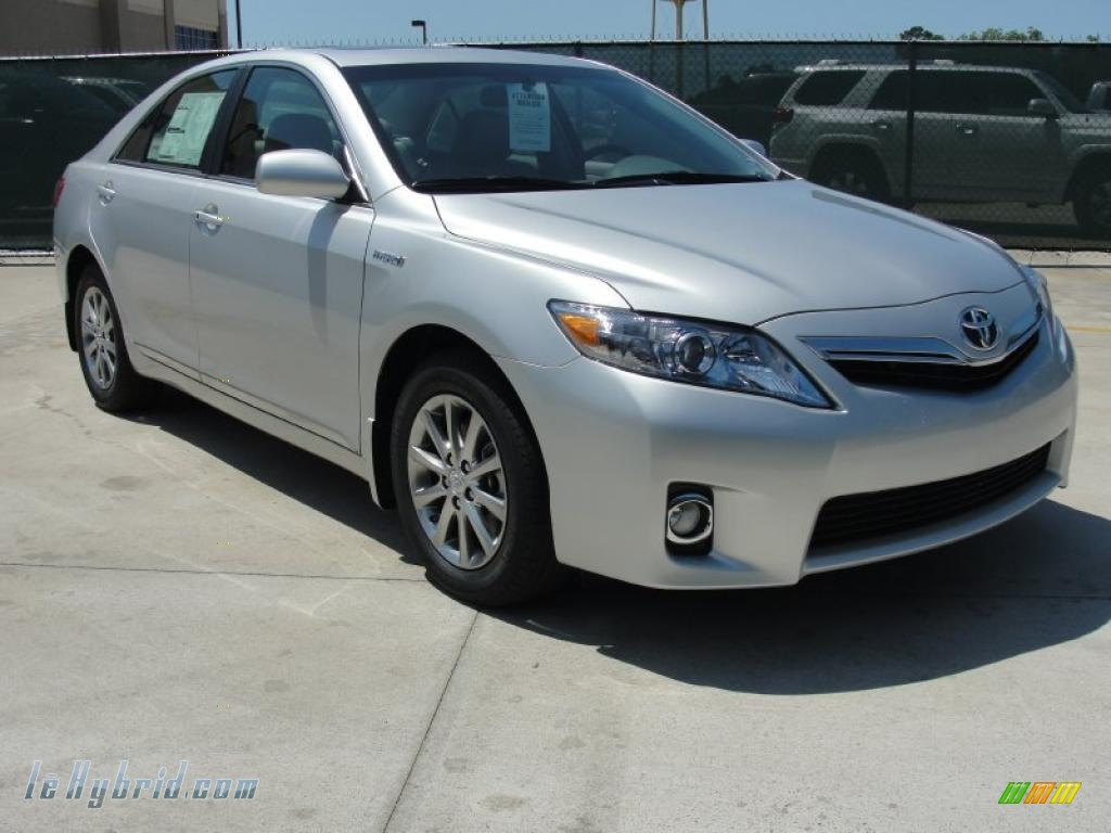 2011 toyota camry hybrid in classic silver metallic. Black Bedroom Furniture Sets. Home Design Ideas