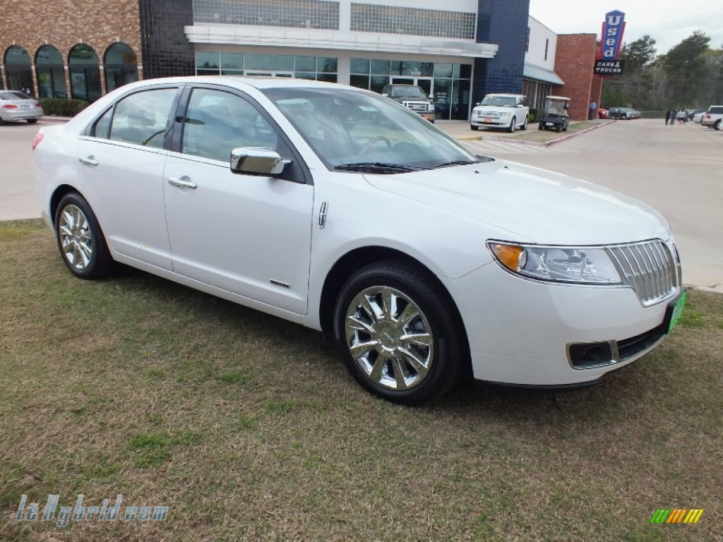 White Platinum Metallic Tri-Coat / Light Camel Lincoln MKZ Hybrid