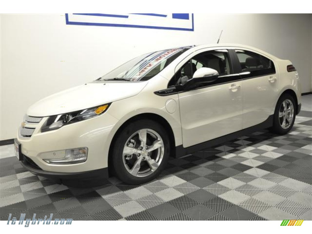 White Diamond Tricoat / Light Neutral/Dark Accents Chevrolet Volt Hatchback