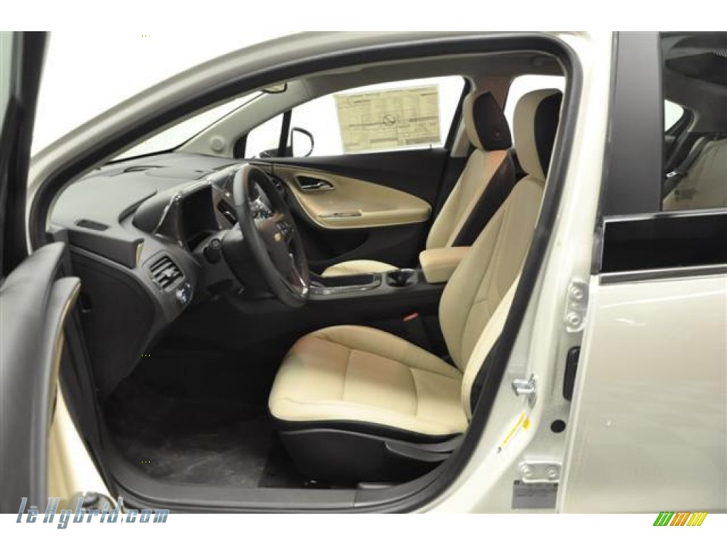 2012 Volt Hatchback - White Diamond Tricoat / Light Neutral/Dark Accents photo #8