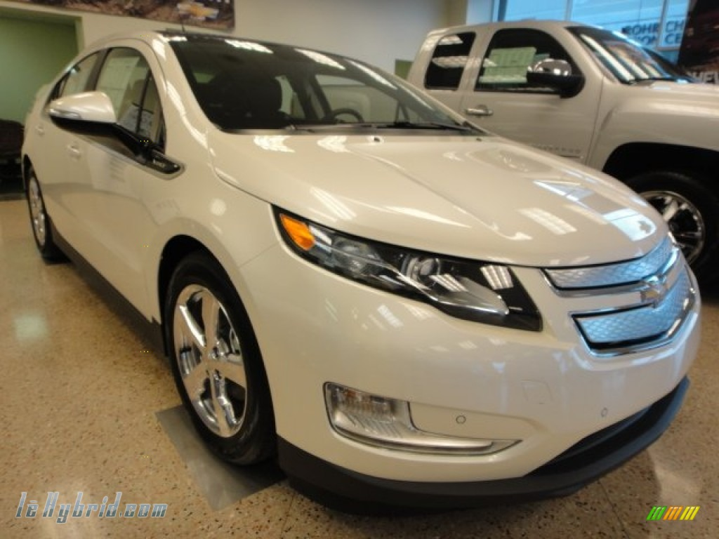 White Diamond Tricoat / Jet Black/Ceramic White Accents Chevrolet Volt Hatchback