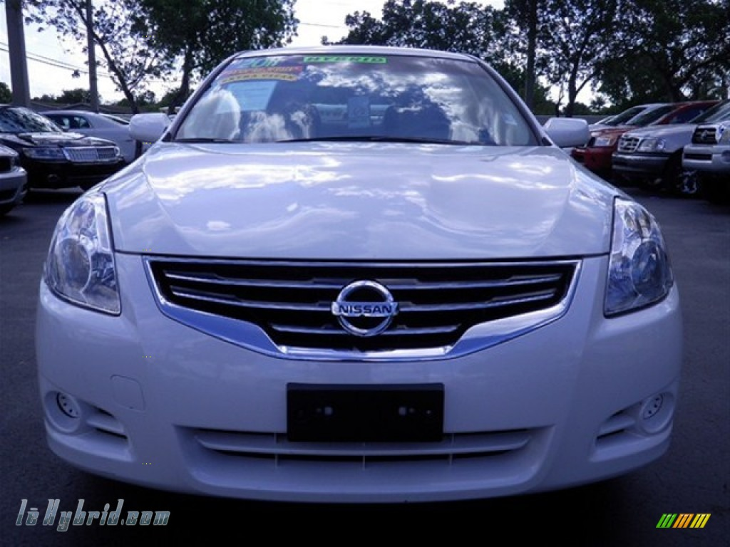 2011 nissan altima hybrid in winter frost white photo 3. Black Bedroom Furniture Sets. Home Design Ideas