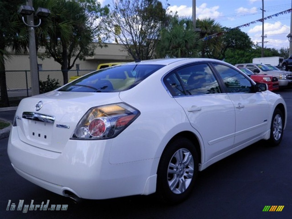 2011 nissan altima hybrid in winter frost white photo 11. Black Bedroom Furniture Sets. Home Design Ideas