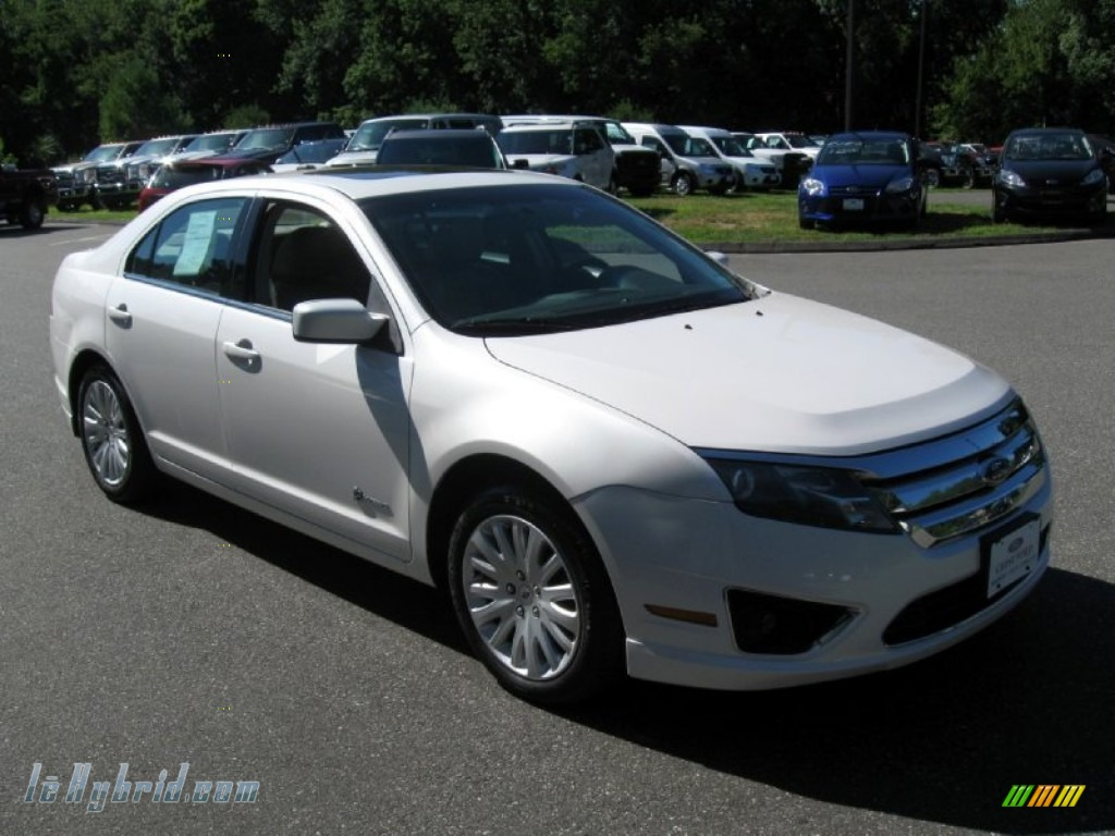 2010 ford fusion hybrid in white platinum tri coat metallic 194689 hybrid. Black Bedroom Furniture Sets. Home Design Ideas