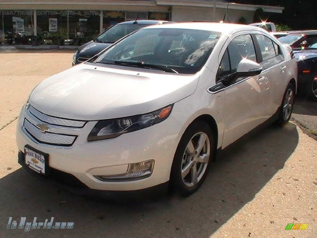 2013 Chevrolet Volt In White Diamond Tricoat 105657