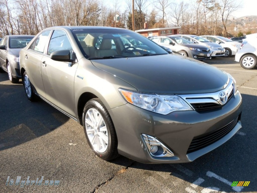 2012 Toyota Camry Hybrid Xle In Cypress Green Pearl