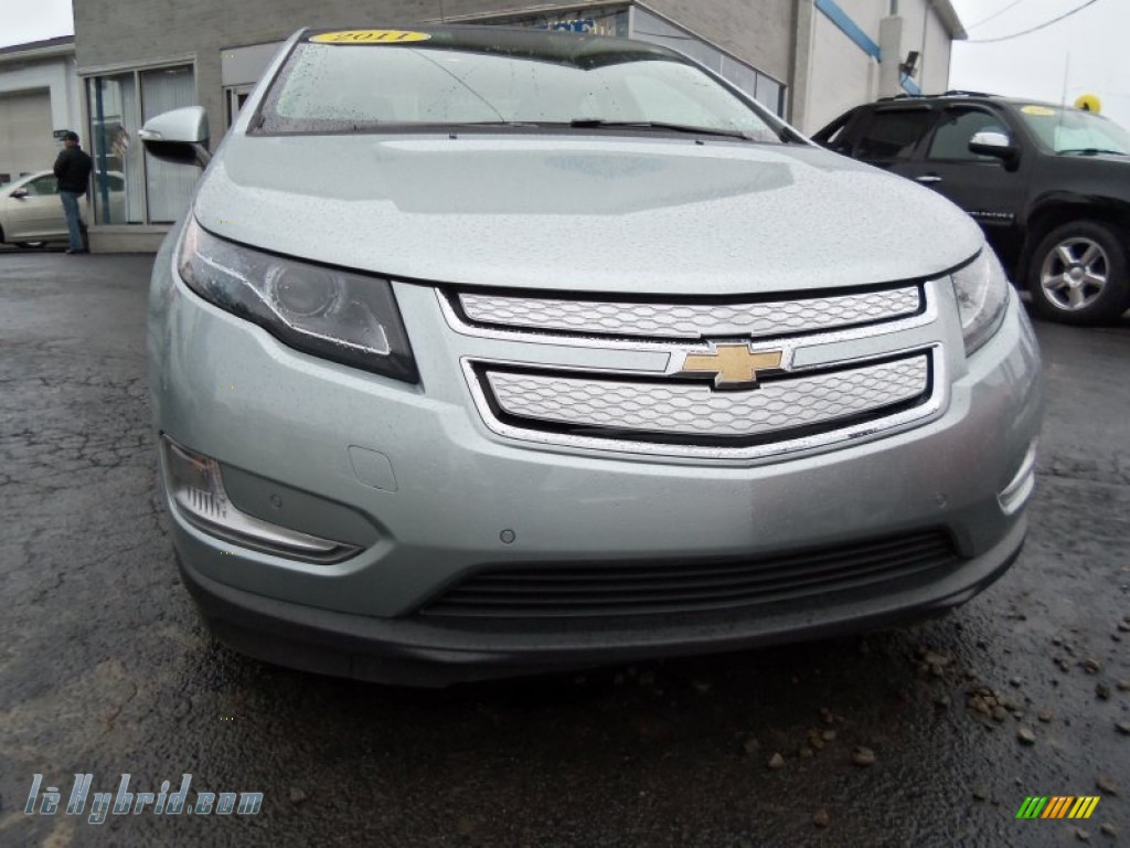 2011 chevrolet volt hatchback in silver ice metallic. Black Bedroom Furniture Sets. Home Design Ideas