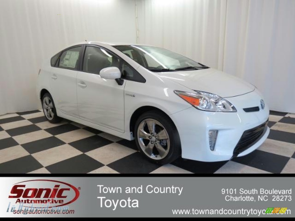 2013 toyota prius persona series hybrid in blizzard white pearl photo 5 640375. Black Bedroom Furniture Sets. Home Design Ideas