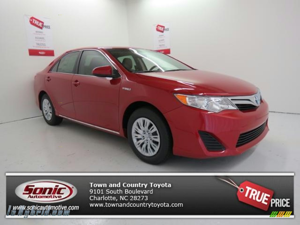 2013 toyota camry hybrid le in barcelona red metallic 088723 hybrid cars. Black Bedroom Furniture Sets. Home Design Ideas