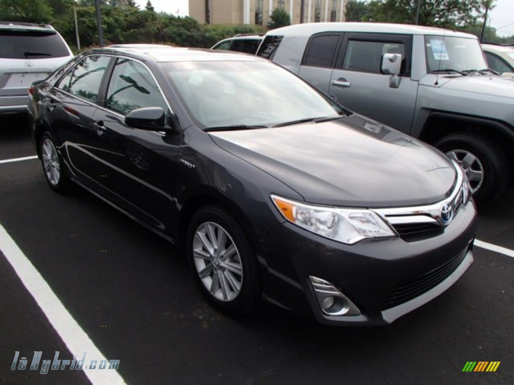 2012 toyota camry hybrid le in magnetic gray metallic 002910 hybrid cars. Black Bedroom Furniture Sets. Home Design Ideas