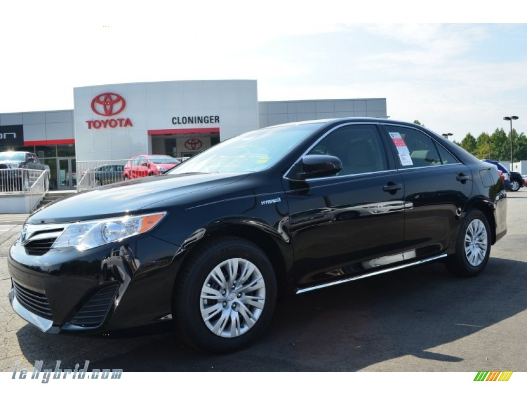 2013 toyota camry hybrid le in attitude black metallic 093928 hybrid cars. Black Bedroom Furniture Sets. Home Design Ideas