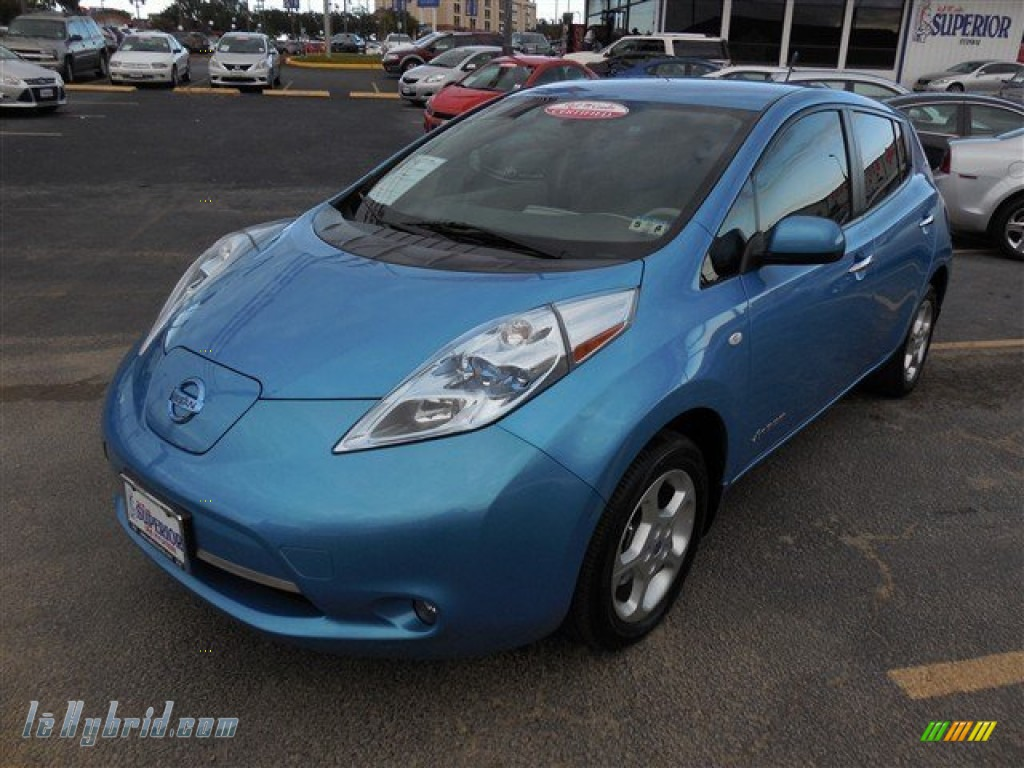 Blue Ocean / Light Gray Nissan LEAF SL