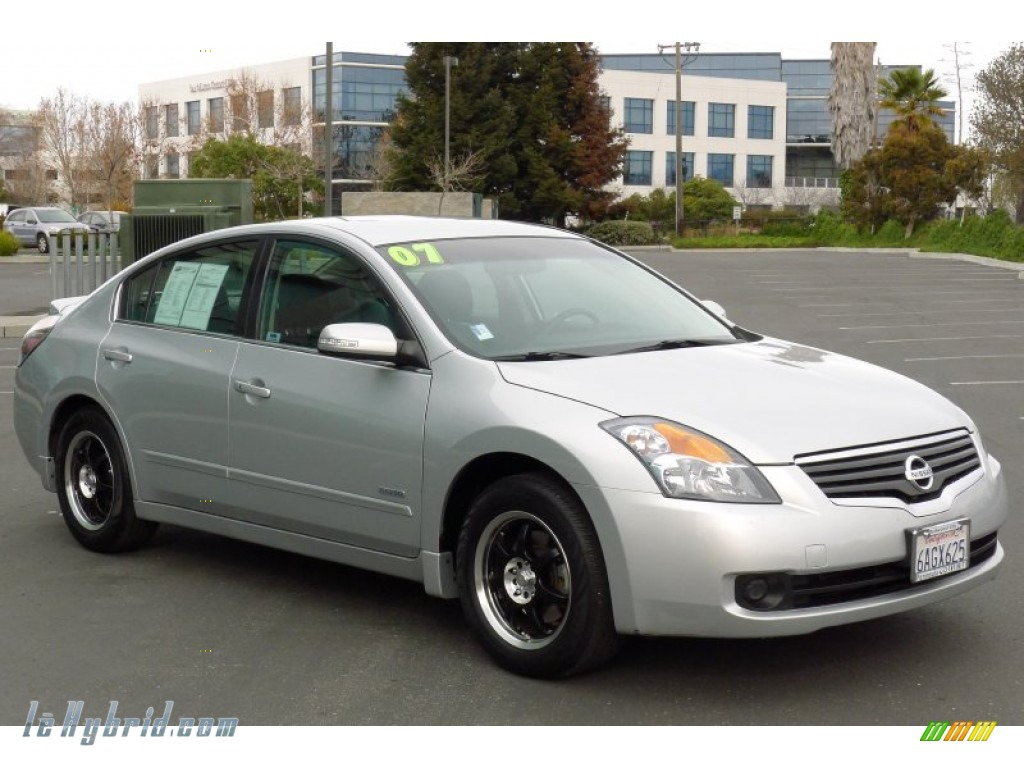 Radiant Silver Metallic / Charcoal Nissan Altima Hybrid